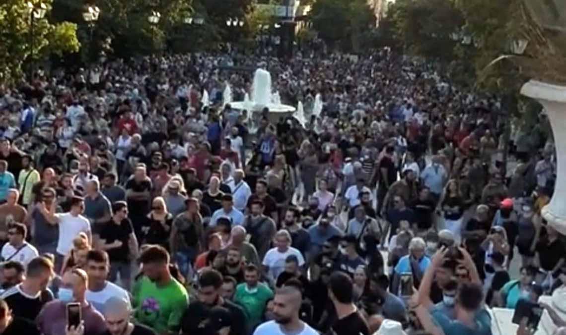 Aşı karşıtları Yunanistan genelinde protesto gösterileri düzenledi